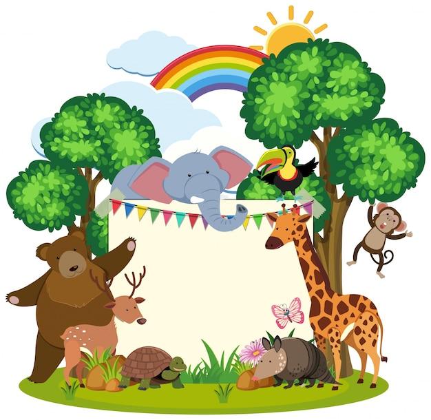 Modello di confine con simpatici animali in giardino