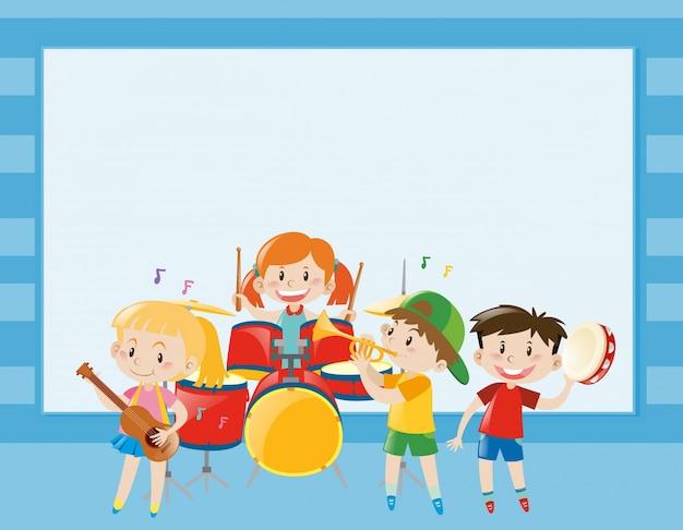 Modello di bordo con i bambini che giocano musica in banda