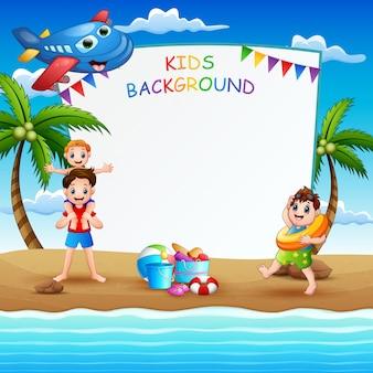 Modello del confine con i bambini sull'illustrazione di vacanza estiva