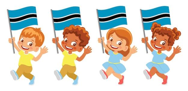 Bandiera del botswana in mano. bambini che tengono bandiera. bandiera nazionale del botswana