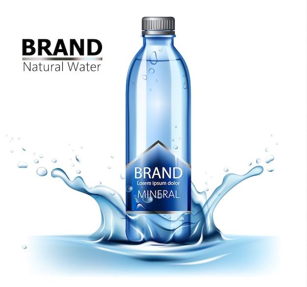 Bottiglia di acqua minerale con posto per il testo al centro di una spruzzata d'acqua