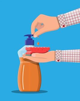 Bottiglia con dispenser e spugna in mano.