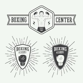 Distintivi ed etichette con logo di boxe e arti marziali in stile vintage. illustrazione vettoriale