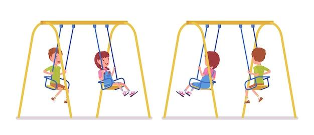 Ragazzo e ragazza bambino da 7 a 9 anni sulle altalene al parco o in giardino. i bambini si divertono, parco giochi all'aperto, divertimento in cortile. illustrazione del fumetto di stile piano vettoriale isolato su sfondo bianco, anteriore, vista posteriore