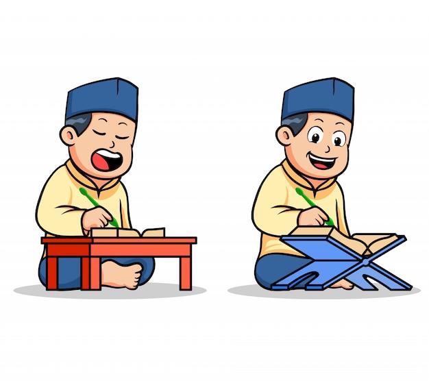 Ragazzi della scuola islamica dei ragazzi che leggono il santo corano