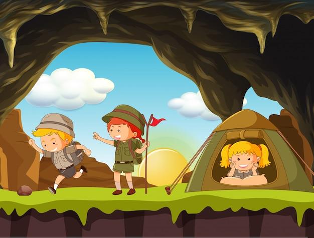 Camping boy scout e girl scout