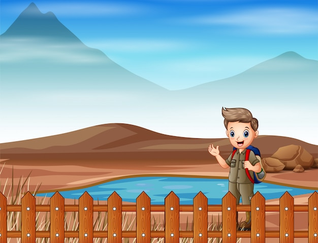 Boy scout che fa un'escursione alla terra asciutta