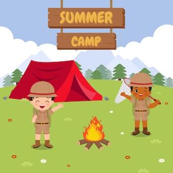 Boy scout nella scena all'aperto illustrazione del campo estivo design piatto vettoriale del fumetto