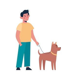 Ragazzo che cammina con un cane divertente