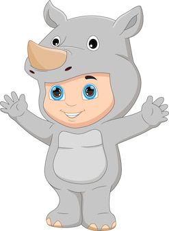 Ragazzo che indossa un costume da rinoceronte che saluta