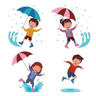 Un ragazzo e una ragazza che trasportano un ombrello che giocano allegramente in una pozza di pioggia