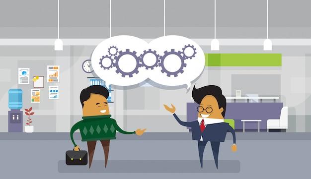 Il brainstorming che incontra l'uomo asiatico di affari discute i precedenti moderni dell'ufficio di nuovi progetti di idee