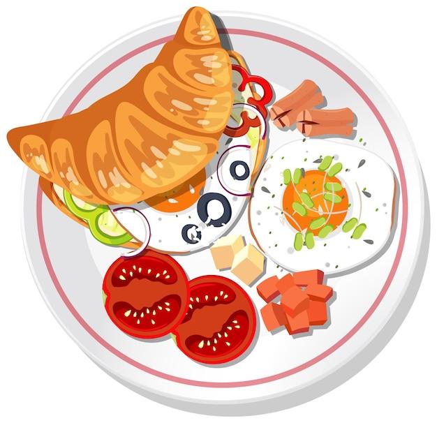 Panino con croissant per la colazione con verdure e uova su un piatto isolato