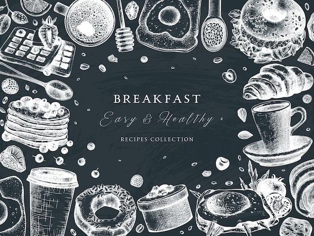 Struttura di vista superiore del tavolo della colazione sulla lavagna. modello di menu del cibo del mattino. sfondo di piatti di colazioni e brunch. schizzi di cibo disegnati a mano d'epoca. colazione in stile inciso