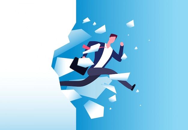 Concetto di rottura della parete. l'uomo forte avanza attraverso la barriera. manifesto di vettore di crescita personale, successo aziendale e motivazione di successo