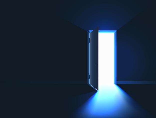 Luce intensa nella stanza attraverso la porta aperta
