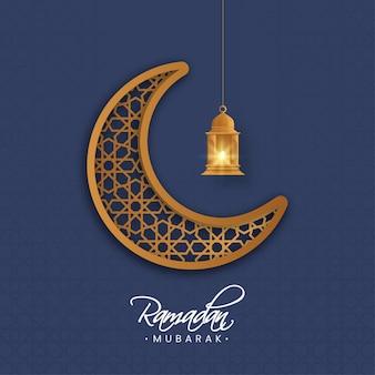 Luna crescente dell'ornamento marrone con la lanterna illuminata appendere sul fondo islamico blu del modello per il concetto di ramadan mubarak.
