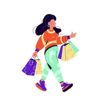 Donna castana con i sacchetti della spesa che camminano isolati su bianco