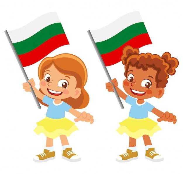 Bandiera della bulgaria in mano insieme