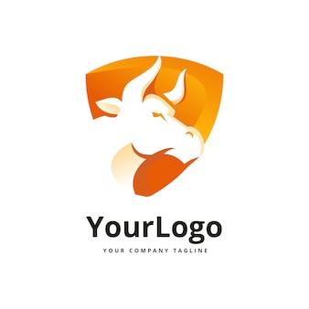 Logo toro e scudo vettore premium
