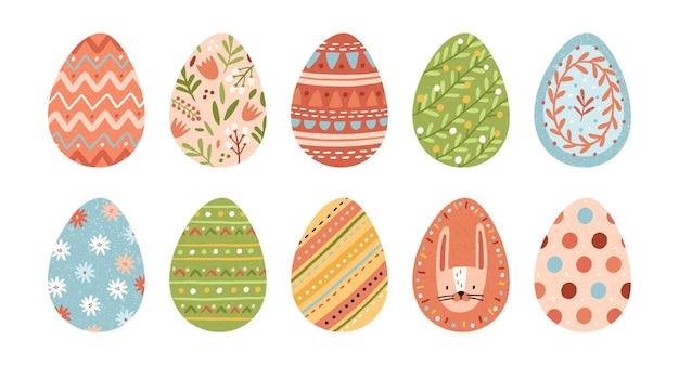 Bundle di uova di pasqua decorate isolato su sfondo bianco. set di simboli pasquali ricoperti di vari ornamenti