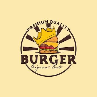 Distintivo del logo dell'hamburger con corona, modello di progettazione del logo dell'hamburger del re, logo dell'hamburger di lusso