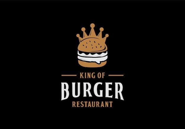 Hamburger con il concetto di corona. re dell'ispirazione del modello di progettazione dell'illustrazione del logo del ristorante dell'hamburger