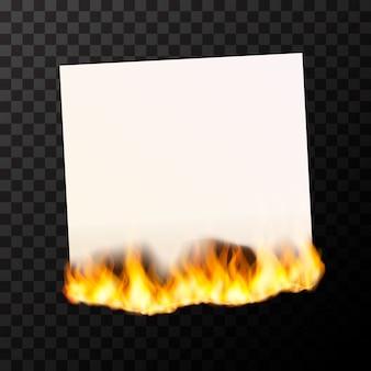 Foglio bianco bruciante di carta bianco luminoso con fiamme di fuoco