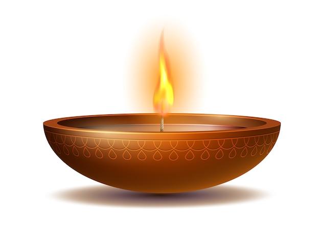 Burning diya su happy diwali holiday su sfondo bianco per il festival della luce dell'india. elementi decorativi per le feste lampada a olio deepavali.