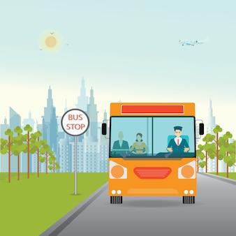 Bus con conducente di autobus e passeggeri all'interno.