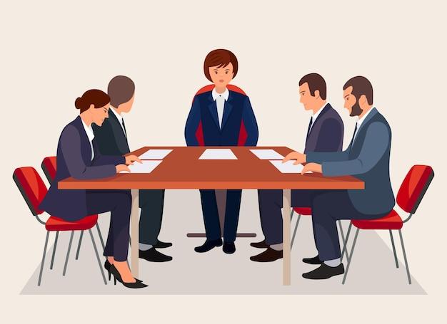 Conferenza di lavoro con boss e dipendenti che discutono del progetto
