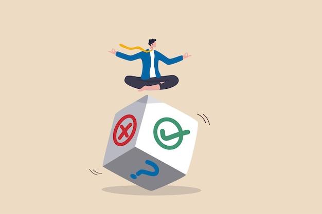 Decisione aziendale, possibilità e incertezza per vincere affari, rischio, casualità o fortuna, concetto di consiglio o suggerimento, l'uomo d'affari medita sul lancio dei dadi pensa al risultato di giusto, sbagliato o punto interrogativo