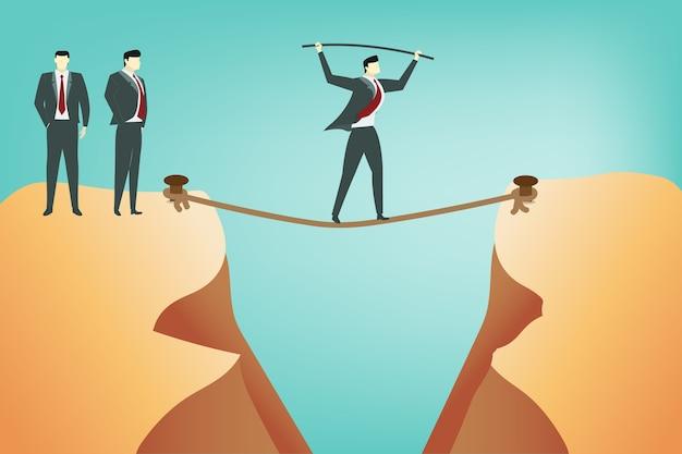 L'uomo di affari fa l'equilibrio durante la camminata sopra l'abisso