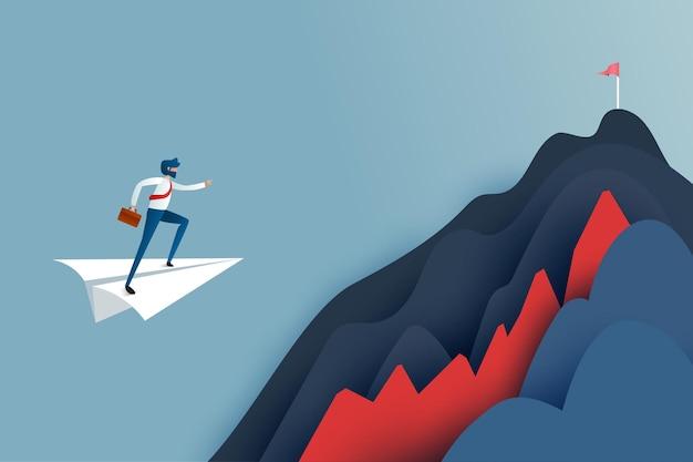 Uomo di affari sull'aeroplano del capo del libro bianco che sorvola l'ostacolo all'obiettivo della bandiera rossa sulle montagne. concetto di successo e di affari. illustrazione di vettore di arte di carta.
