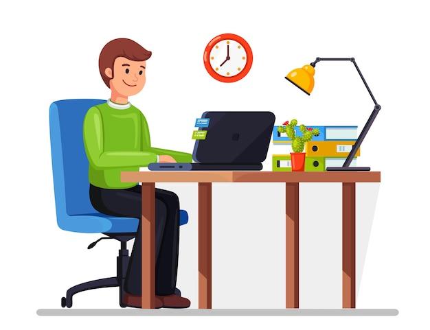 Uomo d'affari che lavora alla scrivania. interiore dell'ufficio con computer, laptop, documenti, lampada da tavolo, libro. manager seduto su una sedia. posto di lavoro per lavoratore, dipendente