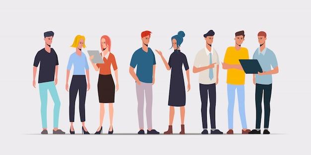 Gente di affari in ufficio con il carattere di lavoro freelance dell'uomo d'affari e della donna di affari.