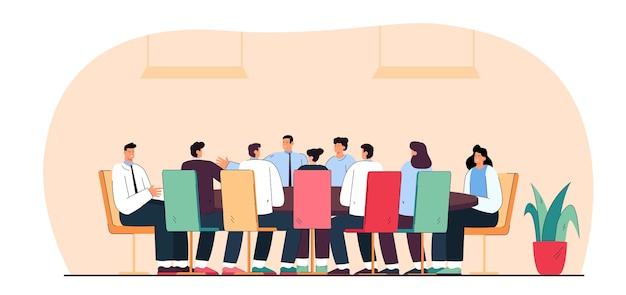 Uomini d'affari o politici seduti attorno al tavolo in sala riunioni. illustrazione piatta. team di uomini e donne che parlano con il leader o l'amministratore delegato. negoziazione, lavoro di squadra, concetto di sessione