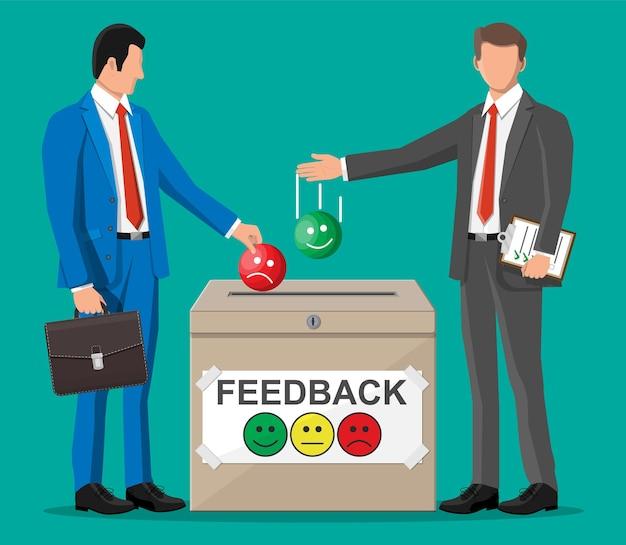 Uomini d'affari e casella di valutazione. recensioni volti sorridenti. testimonianze, valutazione, feedback, sondaggio, qualità e revisione. illustrazione vettoriale in stile piatto