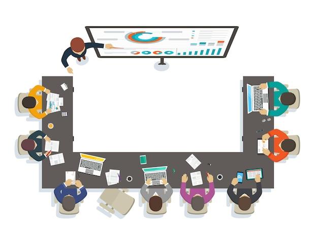 Insegnante di seminari aziendali fornisce formazione tramite analisi di marketing analisi del mercato economico