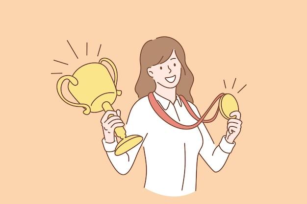 Successo aziendale e concetto di successo. giovane sorridente personaggio dei cartoni animati donna d'affari in piedi con medaglia d'oro e il primo premio trofeo nelle mani illustrazione vettoriale