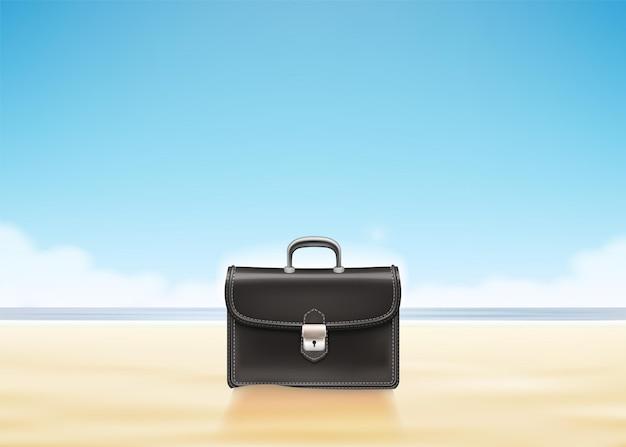Valigia di affari alla spiaggia piena di sole.