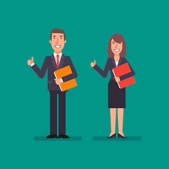 La donna d'affari e l'uomo d'affari che tengono la cartella e mostrano i pollici in su concetto di affari