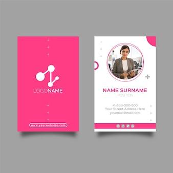 Modello di biglietto da visita verticale della donna di affari