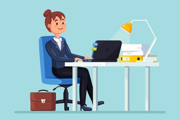 Donna di affari che lavora alla scrivania. interiore dell'ufficio con computer, laptop, documenti, lampada da tavolo, caffè. manager seduto su una sedia. posto di lavoro per lavoratore, dipendente