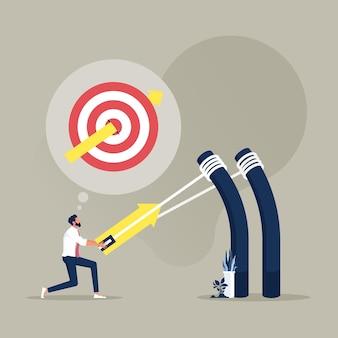 Uomo d'affari che mira a un obiettivo alto con un grande obiettivo di catapulta per vincere nella strategia aziendale