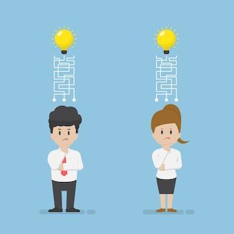 Uomo d'affari e donna d'affari sono confusi e hanno perso la loro idea, il concetto di idea