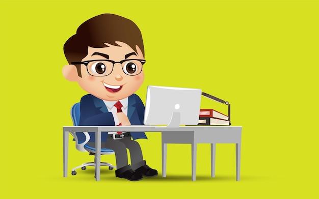 Carattere dell'uomo d'affari che lavora su un computer alla scrivania in ufficio