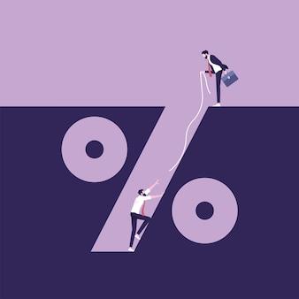 Uomo d'affari che cade nel concetto di trappola di interesse della trappola del simbolo di percentuale