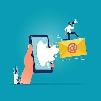 Uomo d'affari che vola sulla busta con segno di posta elettronica, concetto di marketing digitale online