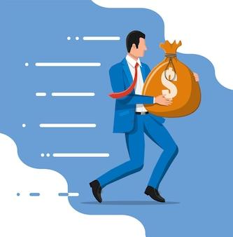 Uomo d'affari che tiene grande borsa piena di soldi. uomo d'affari con un grosso sacco pesante pieno di contanti. crescita, reddito, risparmio, investimento. simbolo di ricchezza. successo aziendale. illustrazione vettoriale di stile piatto.